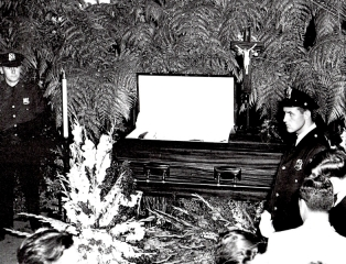 babe-ruth-funeral-with-security-guard